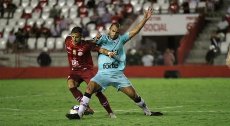 Em partida movimentada, Pipico foi o nome do jogo pelo lado tricolor. Foto: Rodrigo Baltar / Santa Cruz FC