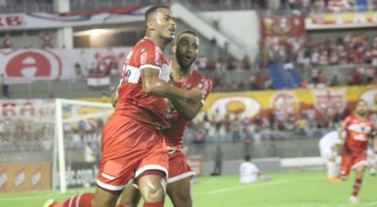 Em Maceió, alagoanos e maranhenses ficaram no empate em 2 a 2 pela terceira rodada da Copa do Nordeste. Ambos os times ainda não venceram no campeonato (Foto: Gustavo Henrique/ CRB)