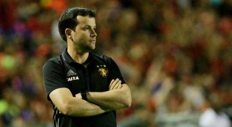 O treinador assume a equipe já na quarta-feira (13). Foto: Diego Nigro/Acervo JC Imagem