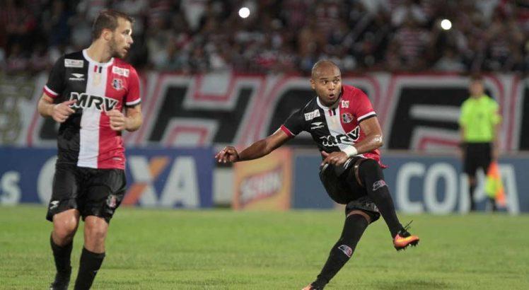 Duelo entre Santa Cruz e Itabaiana no Estádio do Arruda, em 2017, pela pré-Copa do Nordeste. (Foto: Alexandre Gondim/JC Imagem)